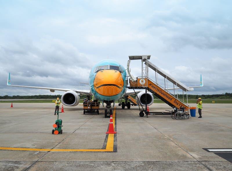 Aviones de las líneas aéreas de la NOK que esperan a pasajeros fotografía de archivo