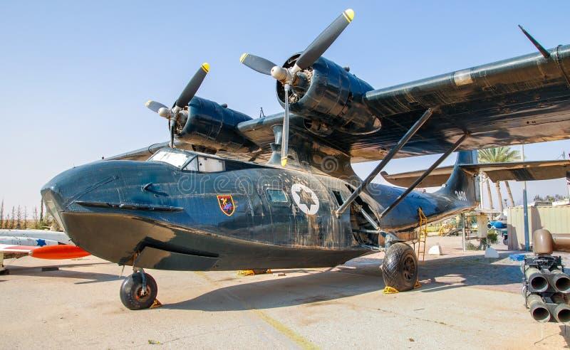 Aviones de Mikoyan MiG-15 UTI del vintage exhibidos en el museo israelí de la fuerza aérea fotografía de archivo
