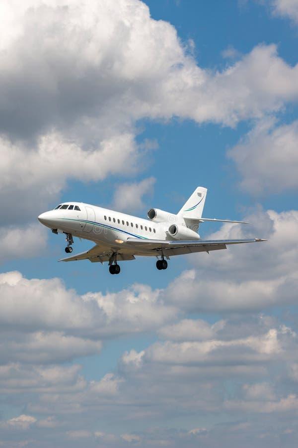 Aviones de negocio del halcón 900 de Dassault F-GKHJ foto de archivo libre de regalías