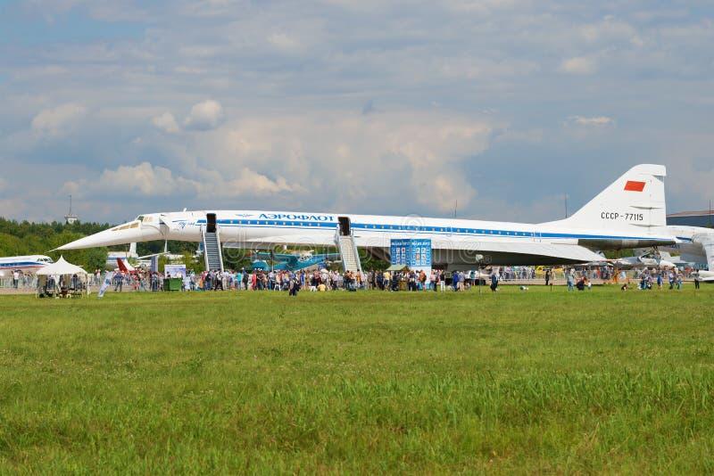 Aviones de pasajero supersónicos soviéticos Tu-144 en el salón aeronáutico MAKS-2017 fotos de archivo