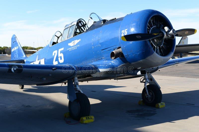 Aviones del ala baja del solo motor de la marina de guerra fotos de archivo libres de regalías