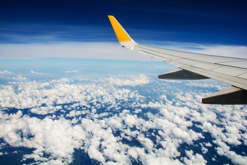 Aviones del ala, nube foto de archivo libre de regalías