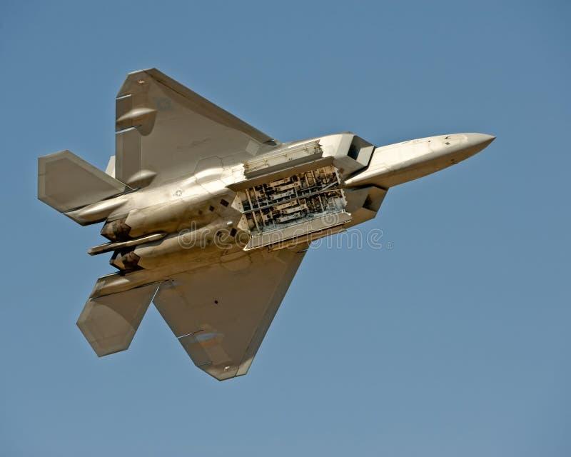 Aviones del rapaz F-22 en vuelo fotografía de archivo