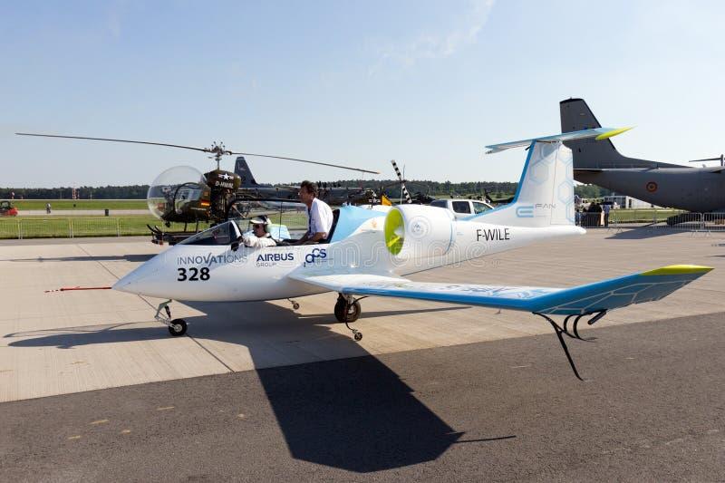Aviones eléctricos del prototipo imagenes de archivo
