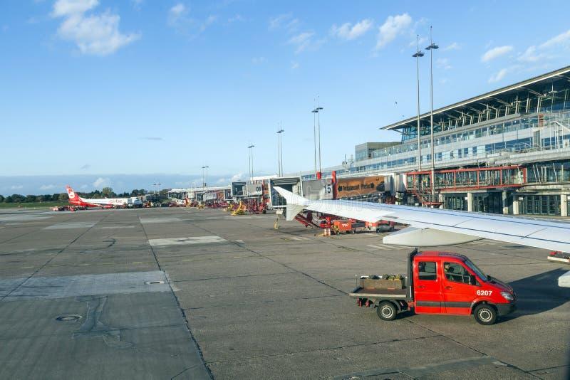 Aviones en Hamburgo en el terminal 2 fotografía de archivo