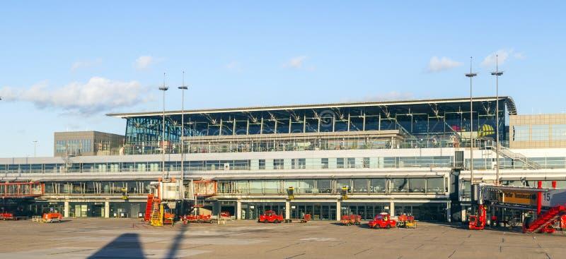Aviones en Hamburgo en el terminal 2 foto de archivo