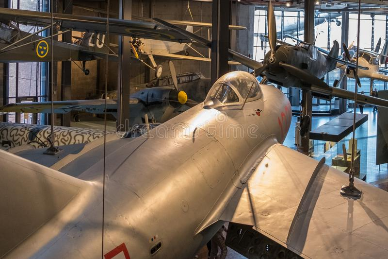 Avions à l'exposition d'aviation à l'intérieur du musée allemand de technique photo stock