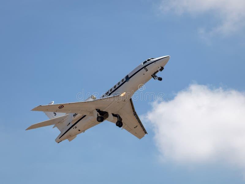 Avions à réaction militaires français de patrouille du faucon 50 de Dassault photos libres de droits