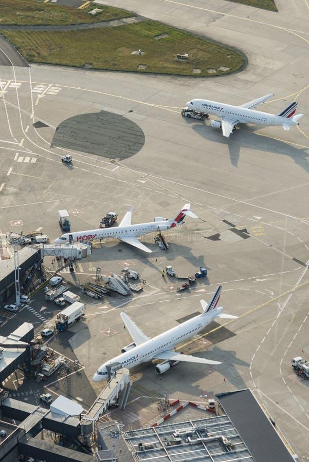 Avions aériens d'Air France d'image sur des terminaux d'Orly Airport photos stock