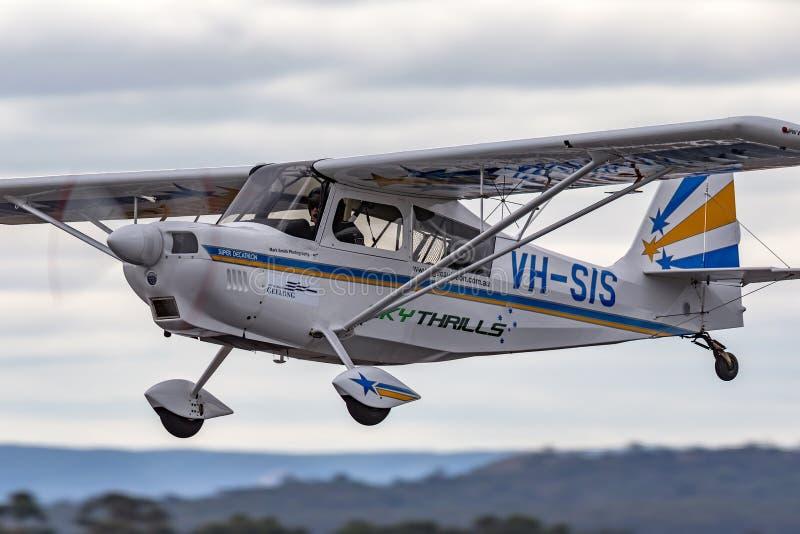 Avions acrobatiques aériens superbes américains VH-SIS de moteur simple de décathlon du champion 8KCAB-180 photos stock