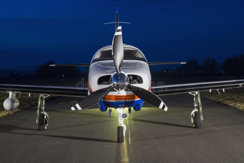 Avions bimoteurs de piston photos stock