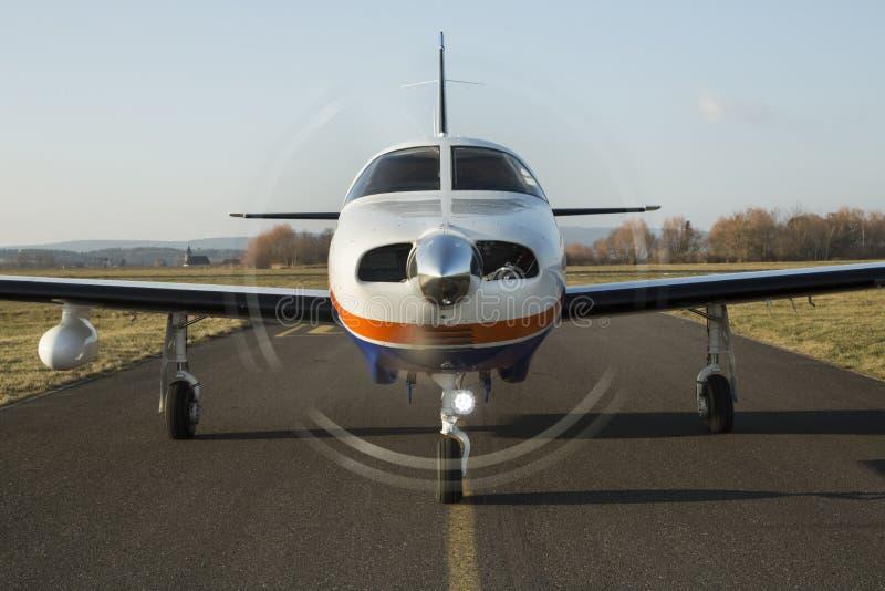 Avions bimoteurs de piston image libre de droits