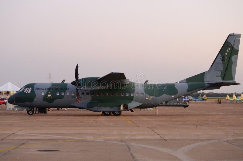Avions brésiliens de transport de l'Armée de l'Air C-105 Amazonas dans l'exposition photographie stock libre de droits
