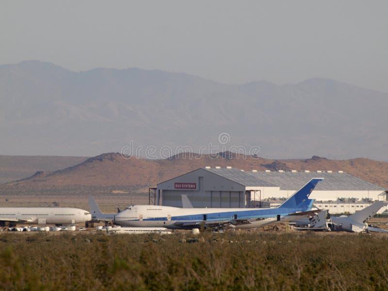 Avions commerciaux d'avions de ligne garés dans le désert photo stock