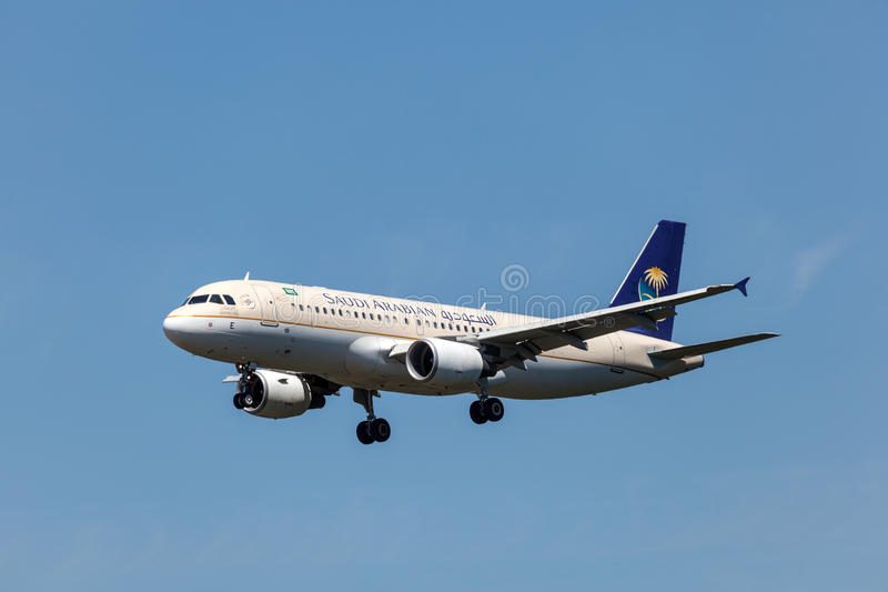 Avions d'Airbus A320 de Saudi Arabian Airlines photographie stock libre de droits