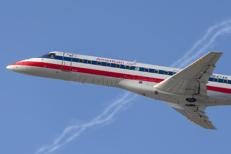 Avions d'Eagle Airlines American Airlines Embraer ERJ-140 d'Américain photos libres de droits