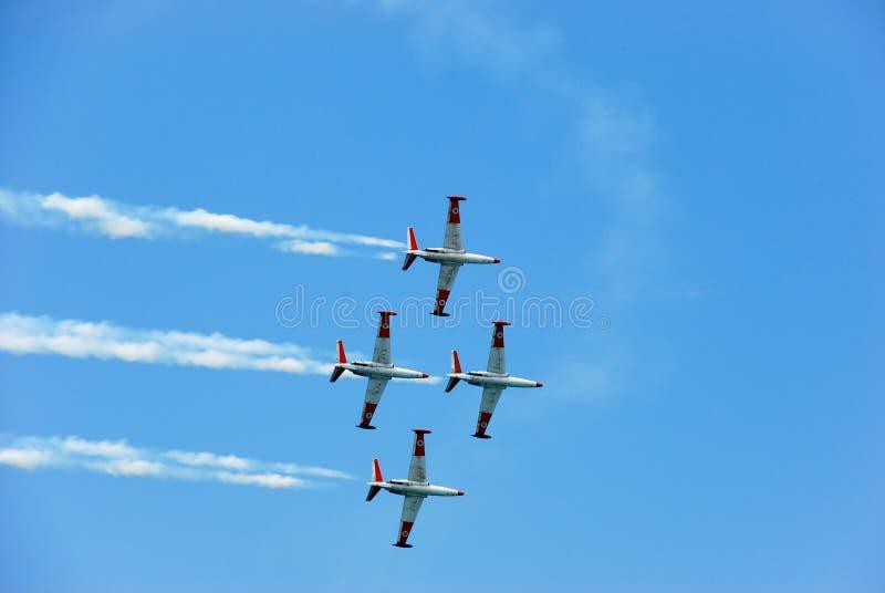 Avions d'entraînement de l'armée de terre du ` s de l'Israël dans le ciel photographie stock