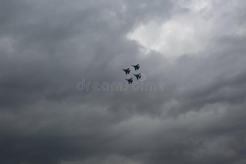 Avions dans le ciel image libre de droits