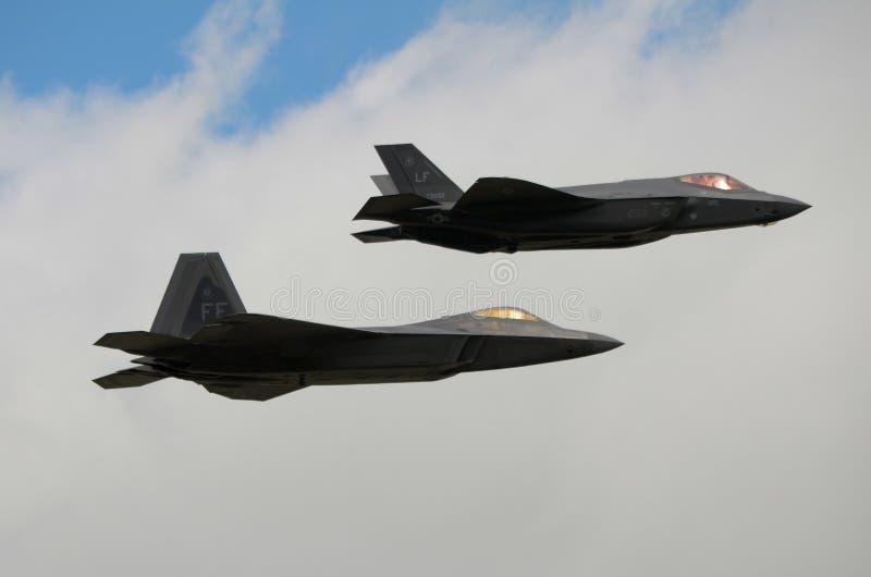 Avions de chasse de F22 Raptor et de foudre F35 photos libres de droits