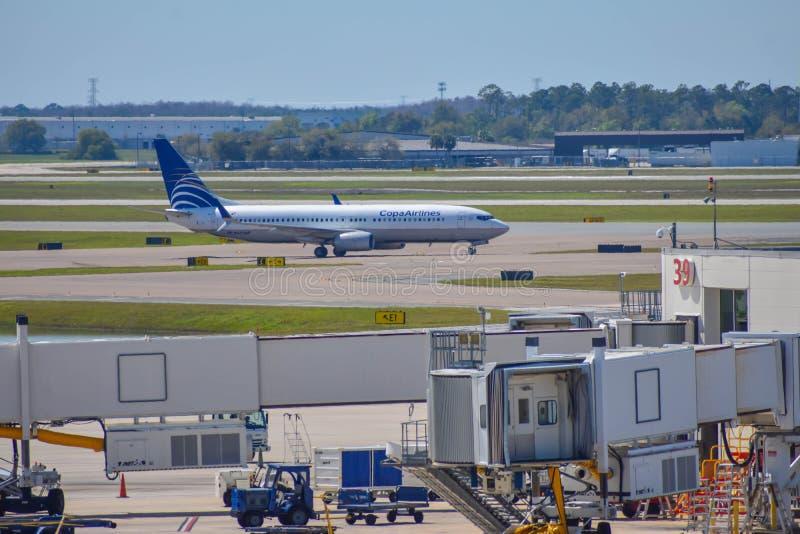 Avions de Copa Airlines sur la piste se préparant au départ à Orlando International Airport MCO image libre de droits