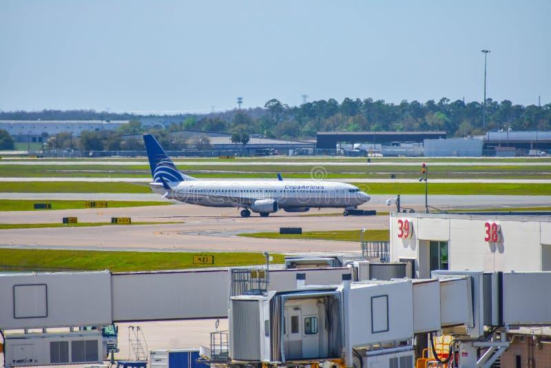 Avions de Copa Airlines sur la piste se préparant au départ à Orlando International Airport MCO 2 photos stock