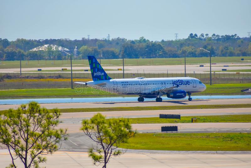 Avions de Spirit Airlines sur la piste se préparant au départ à Orlando International Airport MCO 3 photo libre de droits