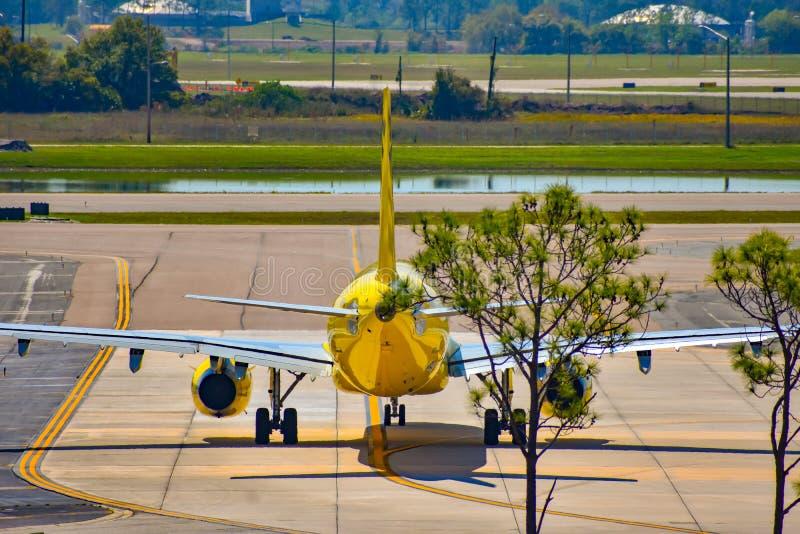 Avions de Spirit Airlines sur la piste se préparant au départ à Orlando International Airport MCO 2 image stock