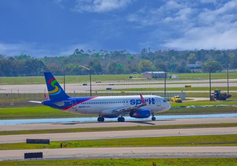 Avions de Spirit Airlines sur la piste se préparant au départ à Orlando International Airport MCO 1 photos stock