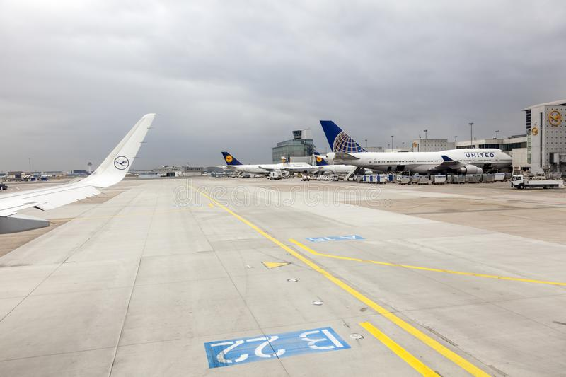 Avions de Star Alliance à l'aéroport de Francfort photo libre de droits