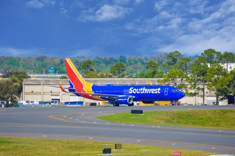 Avions de sud-ouest sur la piste se préparant au départ à Orlando International Airport MCO 2 photo libre de droits