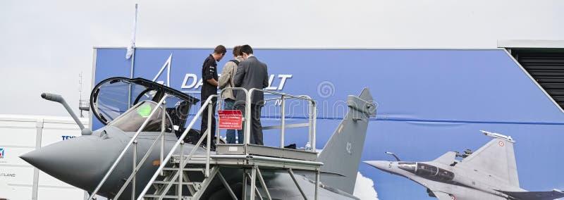 Avions garés à rencontrer l'espace à Paris Le Bourget pendant l'aéronautique et l'airshow et l'aviation internationaux spatiaux photo libre de droits