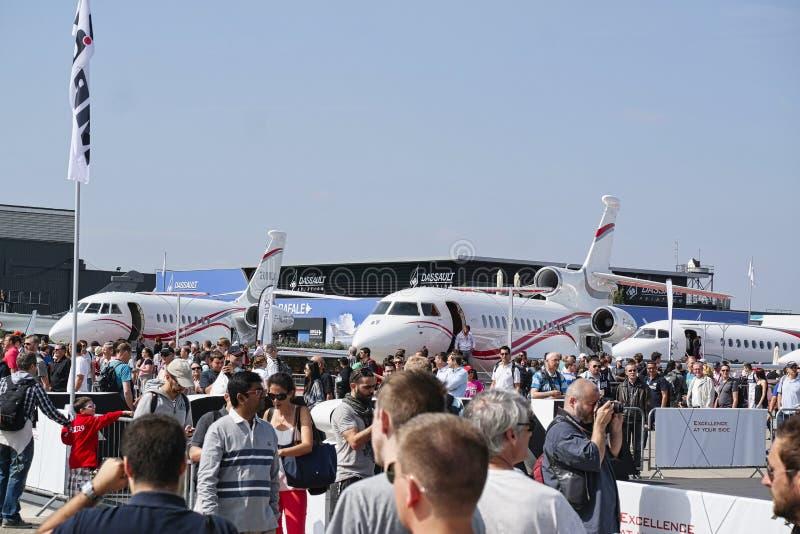 Avions garés à rencontrer l'espace à Paris Le Bourget pendant l'aéronautique et l'airshow et l'aviation internationaux spatiaux photos libres de droits