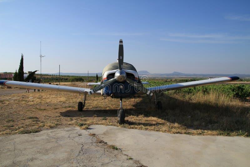 Avions garés dans l'aérodrome images stock