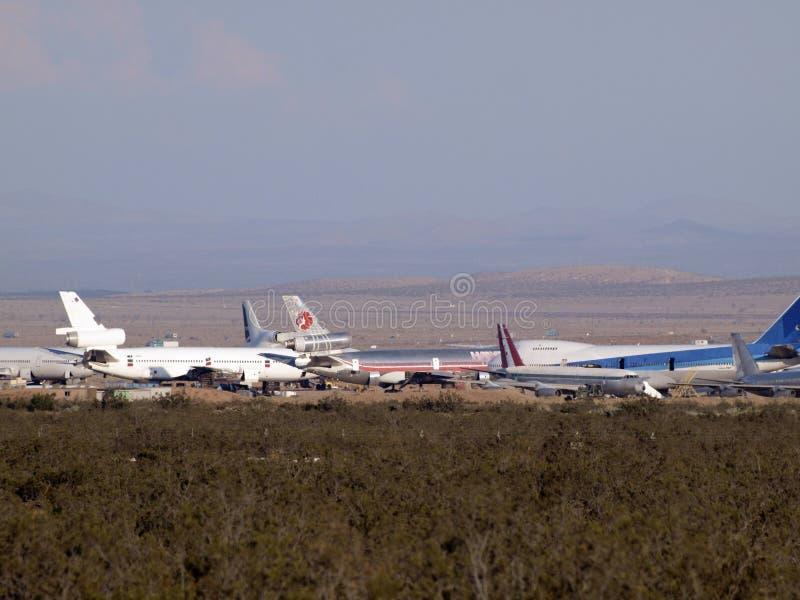 Avions hawaïens et autres commerciaux d'avions de ligne garés dans le désert photos stock