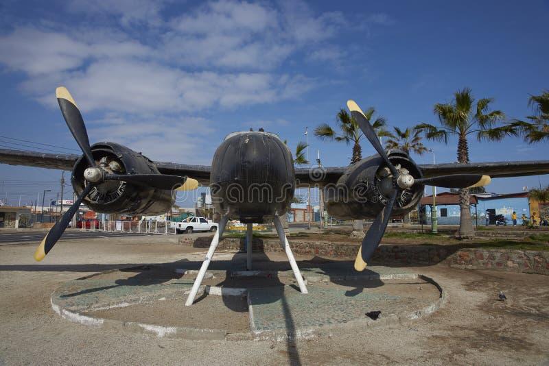 Avions historiques dans la ville côtière de Mejillones, Chili photo stock