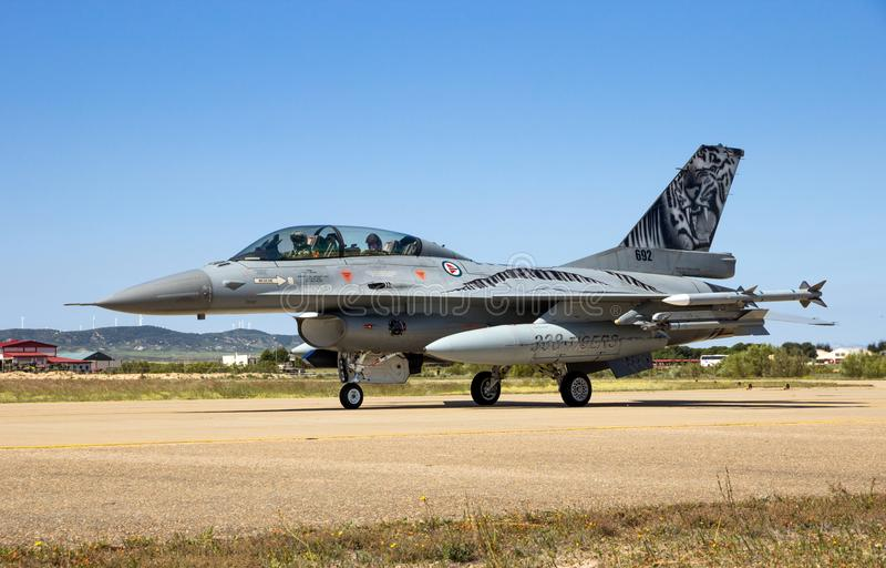 Avions militaires de l'avion de chasse F-16 photos stock