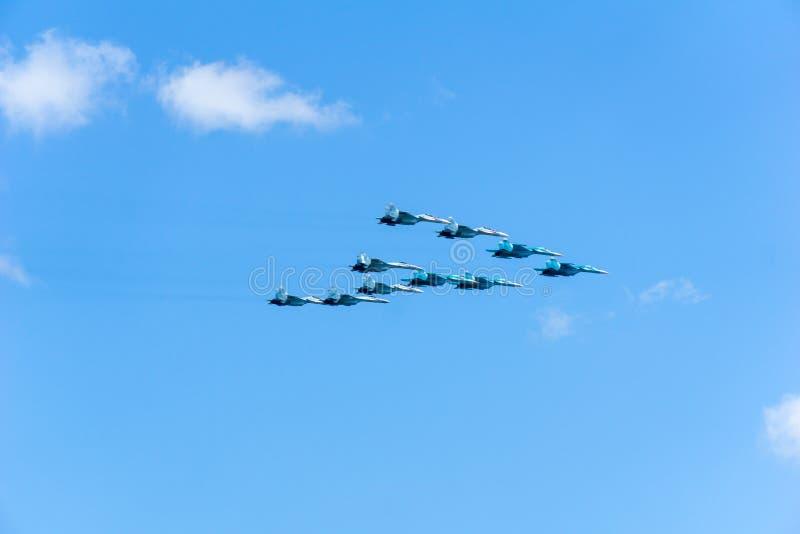 Avions Su-34, Su-27, MiG-29, formation volante image stock
