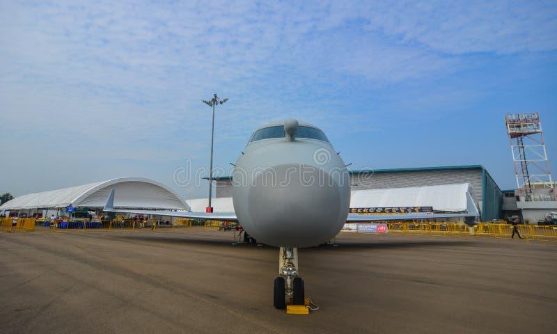 Avions sur l'affichage dans Changi, Singapour images stock