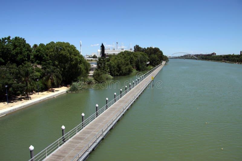 Aviron du canal pour des sports aquatiques sur la rivière du Guadalquivir en Séville photos stock