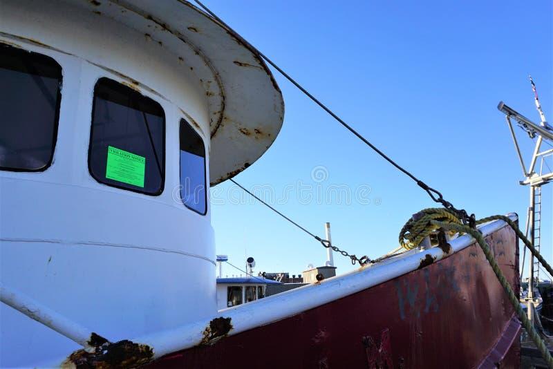 Avis d'expulsion sur la fenêtre de bateau de pêche images stock