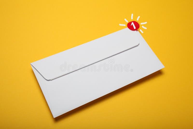 Aviso, charla de la comunicaci?n de la direcci?n Correspondencia del correo del contacto Mensaje recibido fotografía de archivo