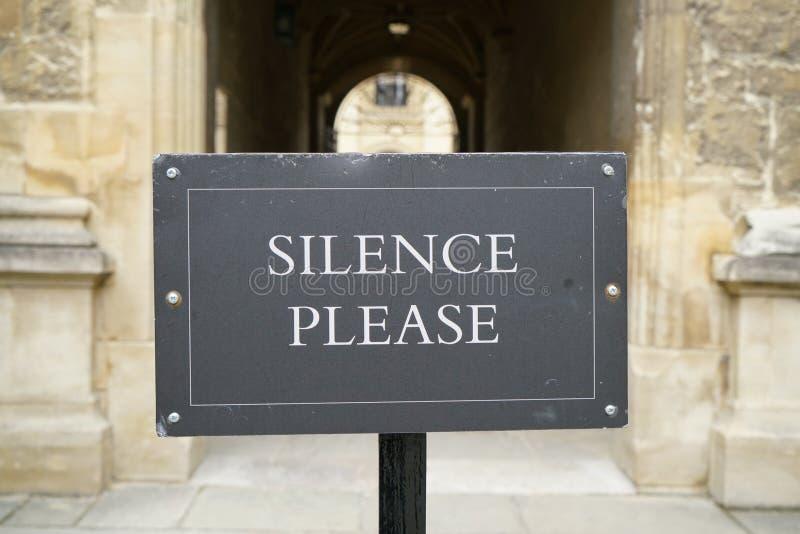 Aviso de la Por favor-biblioteca del silencio imagenes de archivo