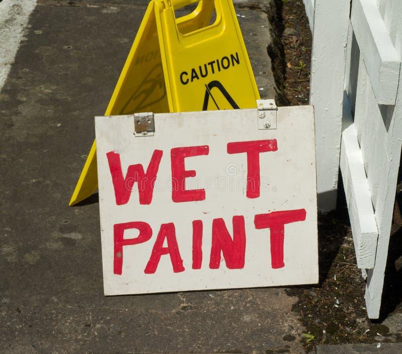 Aviso mojado de la pintura fotos de archivo