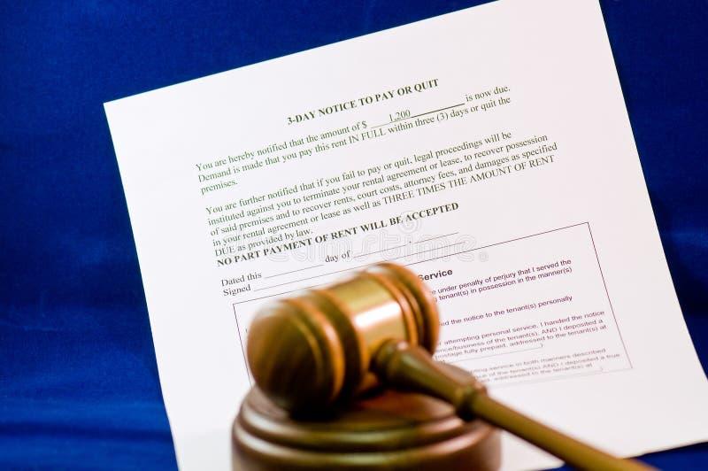 Aviso y mazo legales del desahucio imágenes de archivo libres de regalías