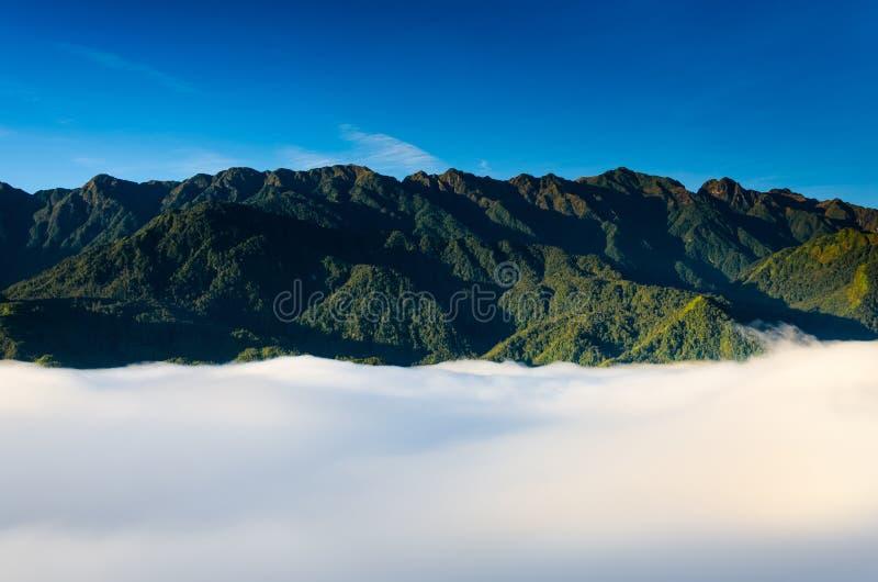 Avive la montaña de la punzada de la cacerola o de Phan XI del Si la montaña más alta de Indochina en Sapa foto de archivo libre de regalías