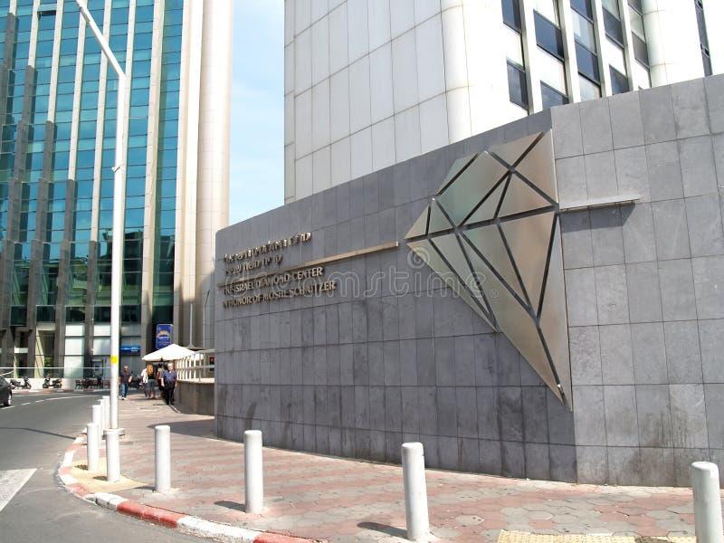 avivisrael telefon En inskrift på en fasad av den byggande 'israeliska diamantmitten ', diamantutbytet Ramat Gan royaltyfri bild