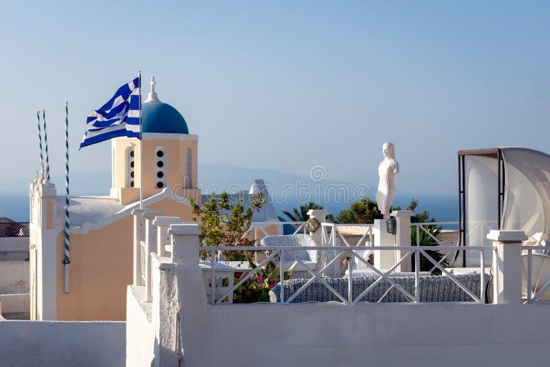 Avkopplingzon på hotellet i Oia, Grekland arkivbild