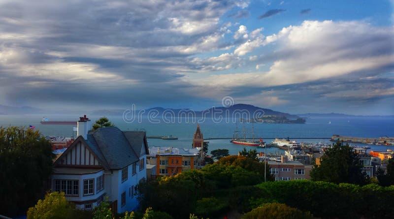Avlägsna Alcatraz royaltyfria foton