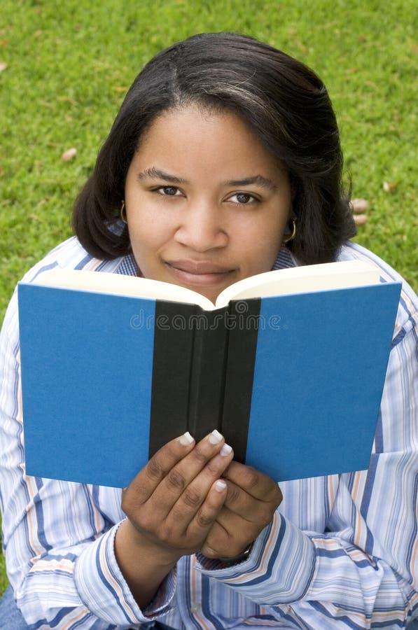 avläsningskvinna arkivfoton