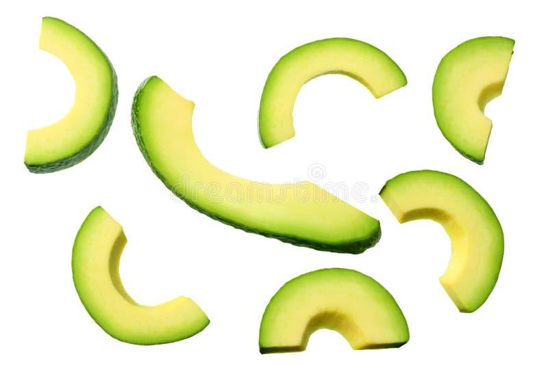 avocado affettato con le foglie isolate su fondo bianco Vista superiore fotografie stock libere da diritti
